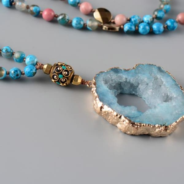 Druzy Pendant Necklace with Onyz Stone Beads - Beaded Necklace
