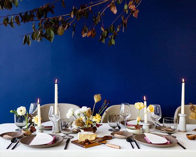 minimal simple thanksgiving day tablescape idea cobalt blue wall floral chandelier