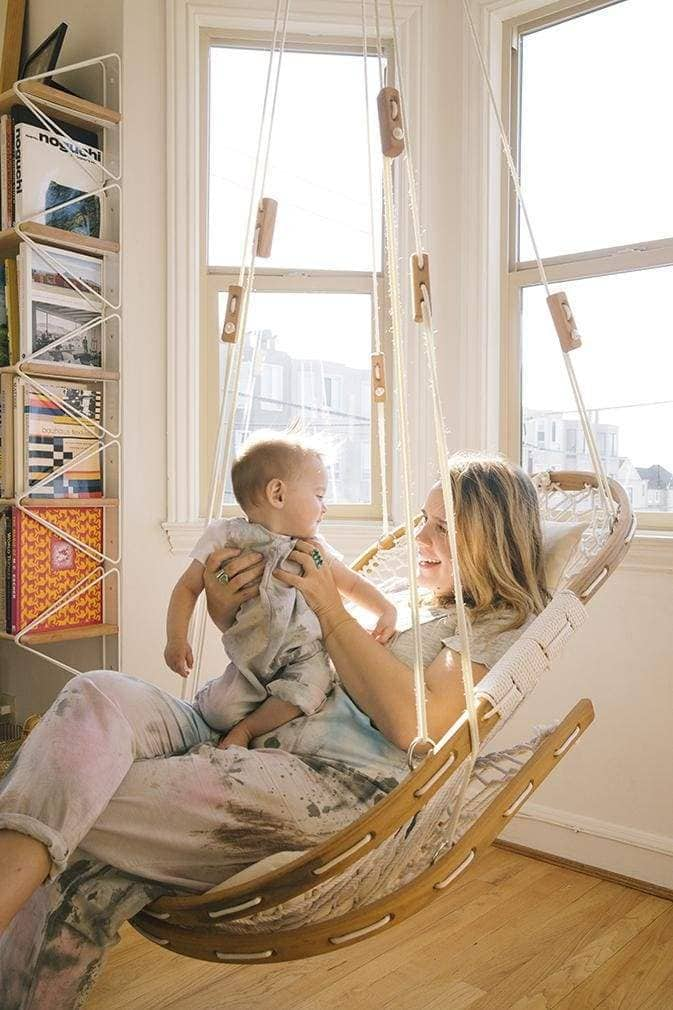 Mon-Preneur Moments: Dana Haim At One With Motherhood