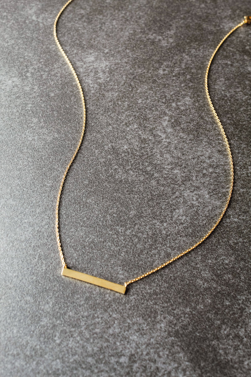 Simple Bar 18K Gold Necklace