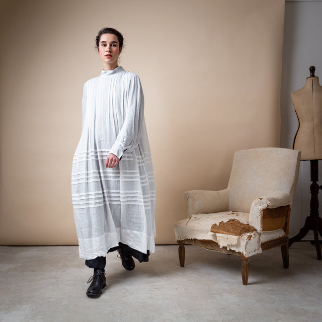 Hallelujah Linen And Cotton Robe à plis d'époque