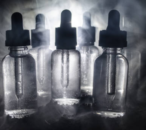 The Differences Between Glass and Plastic E-Liquid Bottles