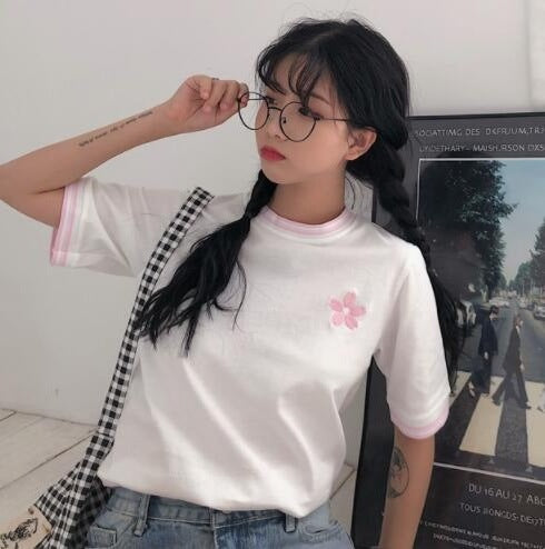 Flower Pinkie Embroidery T-Shirt