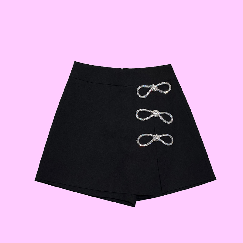 Black high waist shorts with bow contrast color