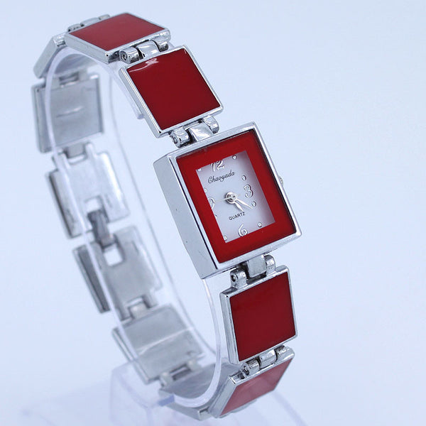 Casual Wafer Design Round Dial Bracelet Watch