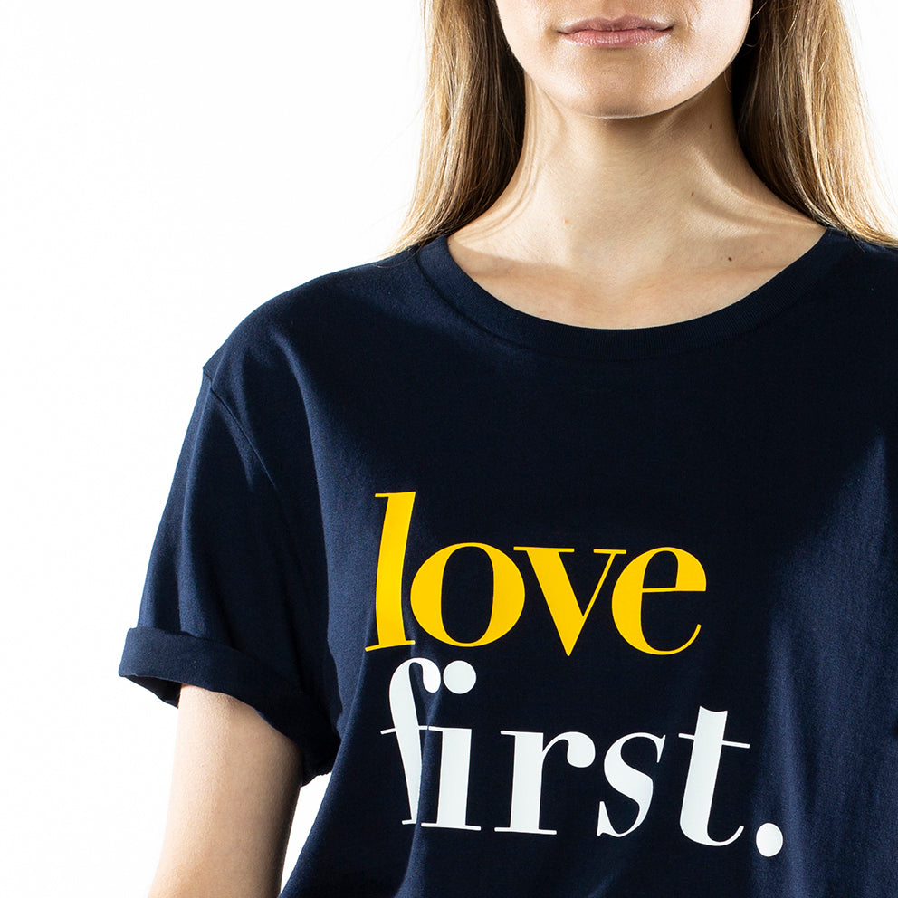 "Camiseta Navy ""Love First"""