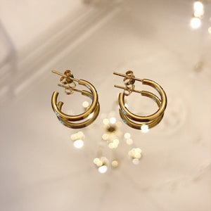ER-MIDI-GOLD-HOOPS-EARRINGS-SF1