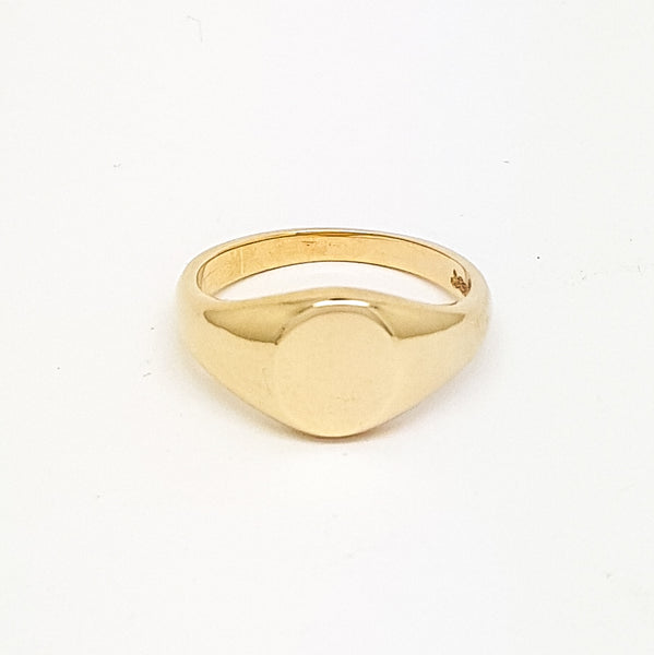 Small oval 9ct gold signet ring