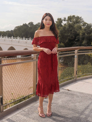 *PREMIUM* Brielle Off Shoulder Lace Dress in Red