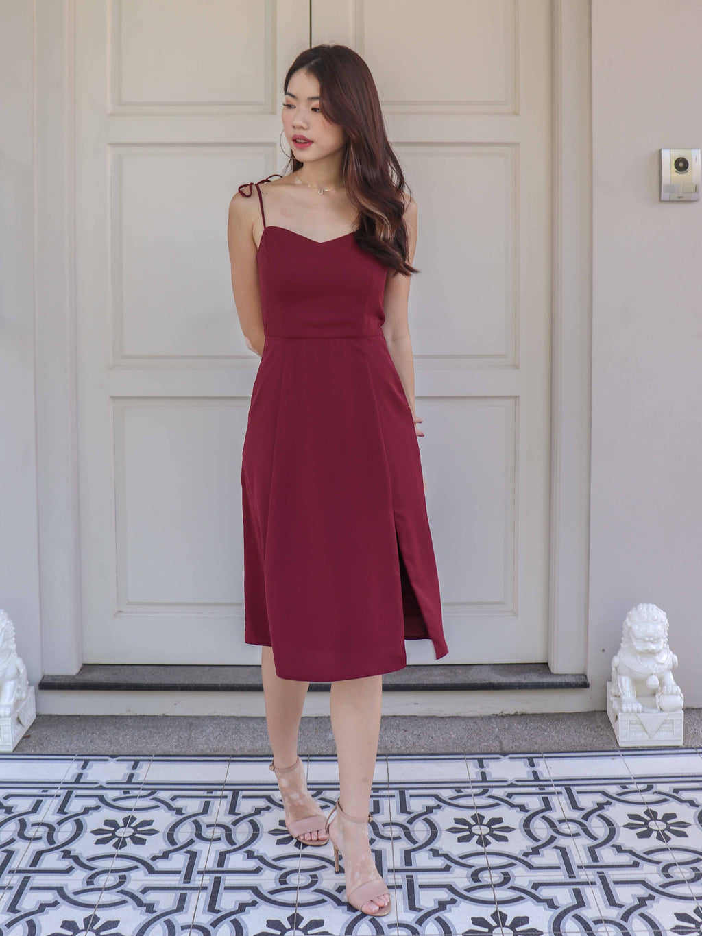 Monet Essential Tie String Slit Dress in Maroon