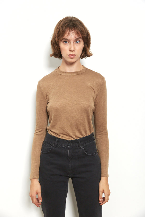 Round neck long sleeves top in Camel