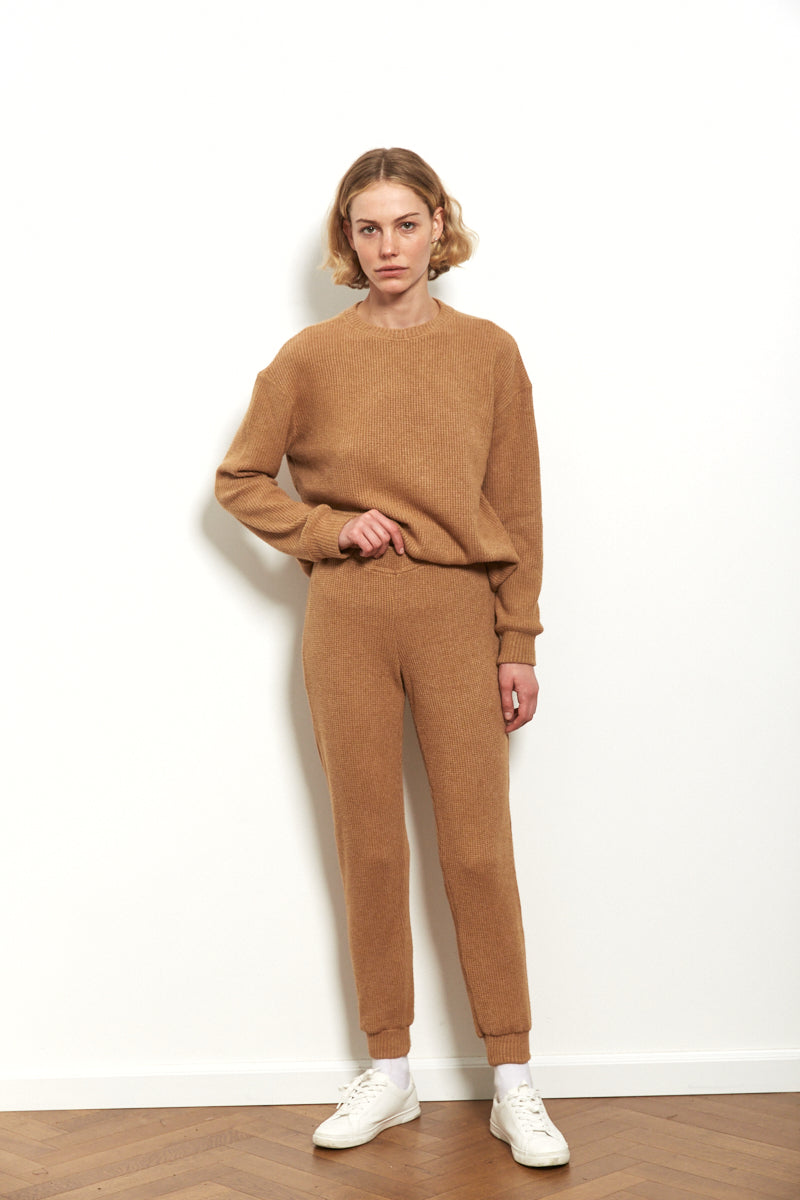 Knit jogger in Camel