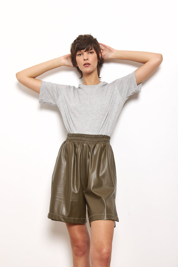 Contrast vegan leather bermuda shorts in Olive