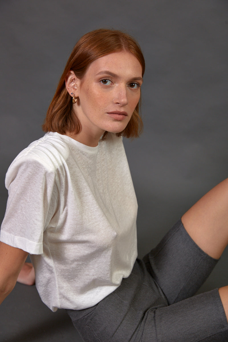 Padded shoulder T shirt in white
