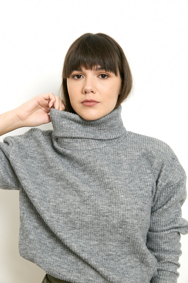 Soft and cozy turtleneck sweater in Grey