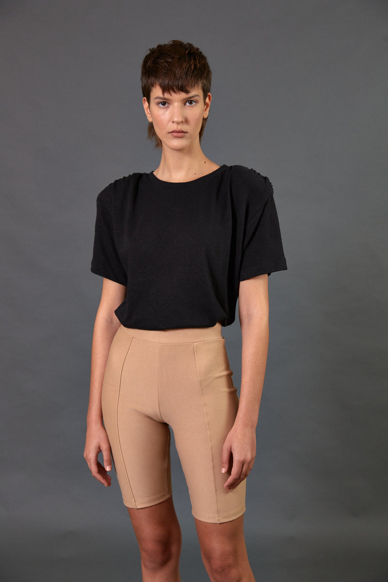 Padded shoulder T shirt in black