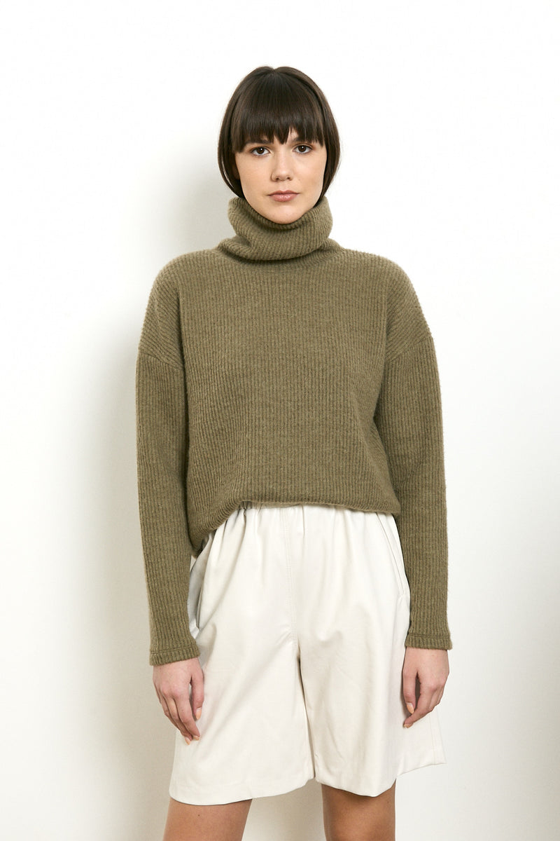Soft and cozy turtleneck sweater in Khaki