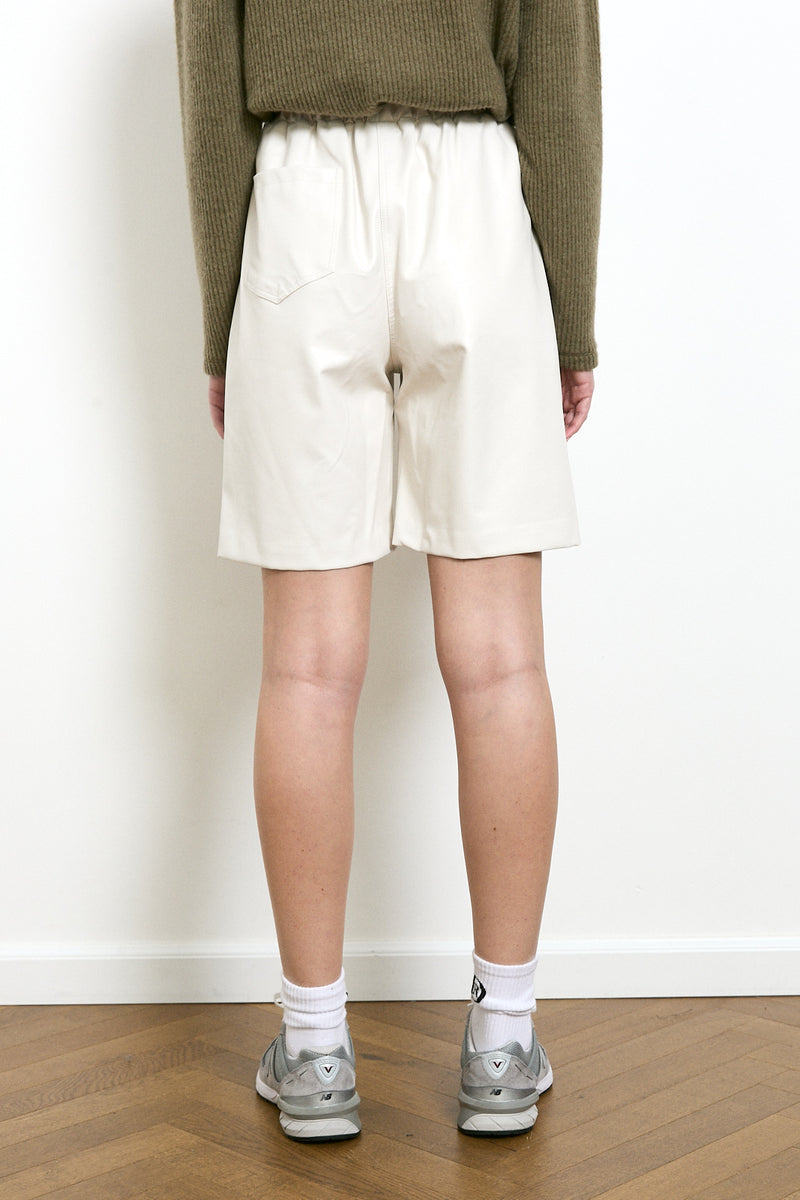 Vegan leather bermuda shorts in White