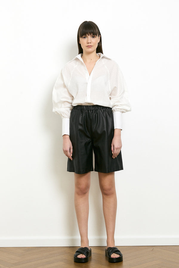 Vegan leather bermuda shorts in Black