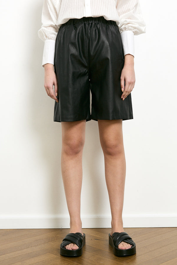 Contrast vegan leather bermuda shorts in Black