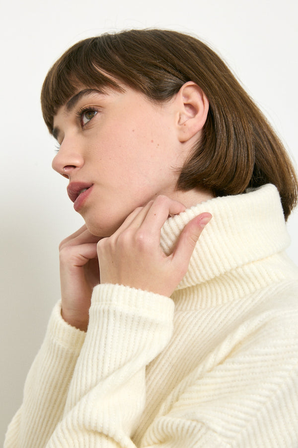 Soft and cozy turtleneck sweater in Cream