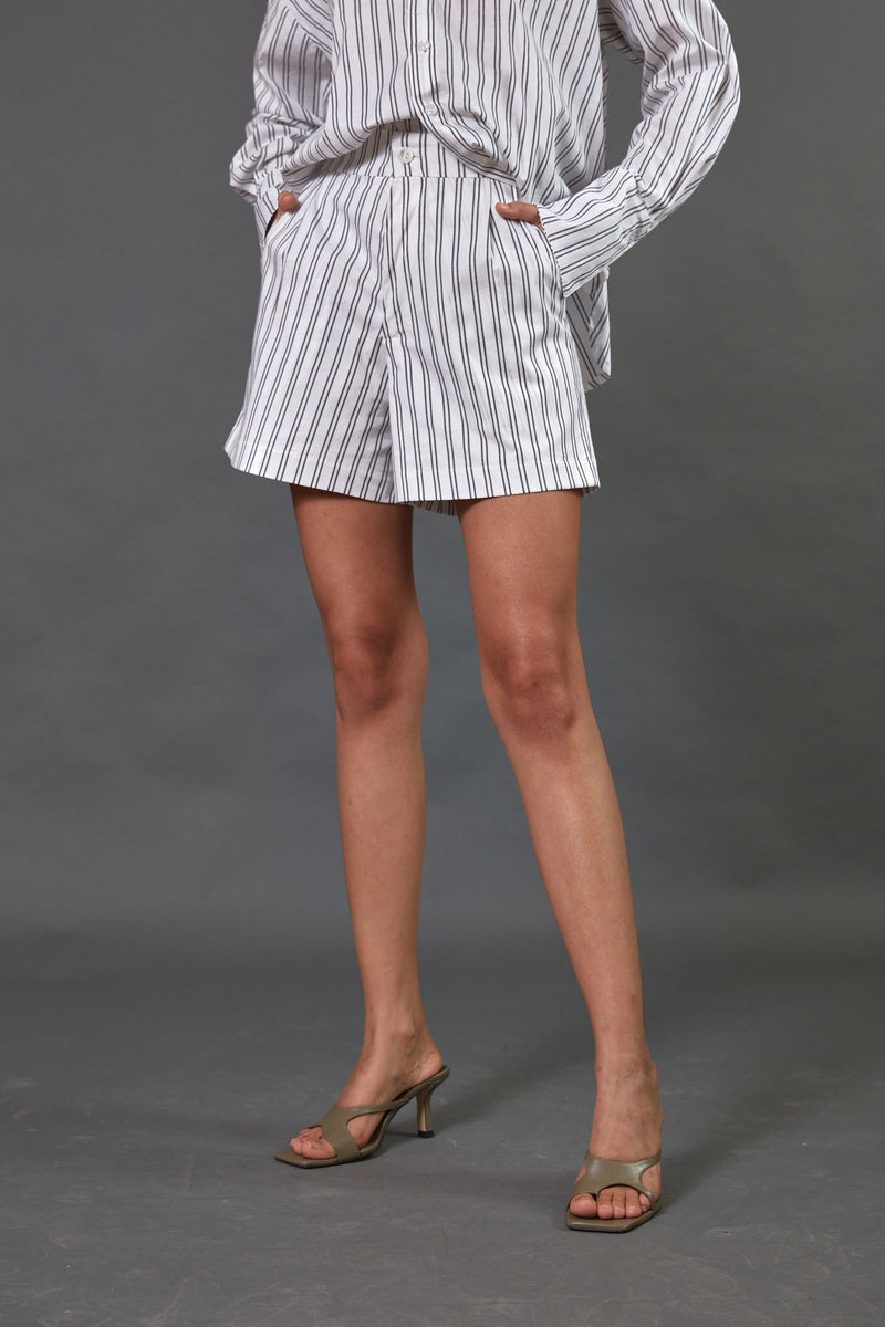 Pleated shorts in grey stripes