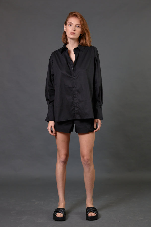 Buttoned up shirt in black