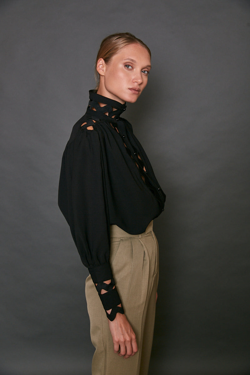 Embroidered buttoned blouse
