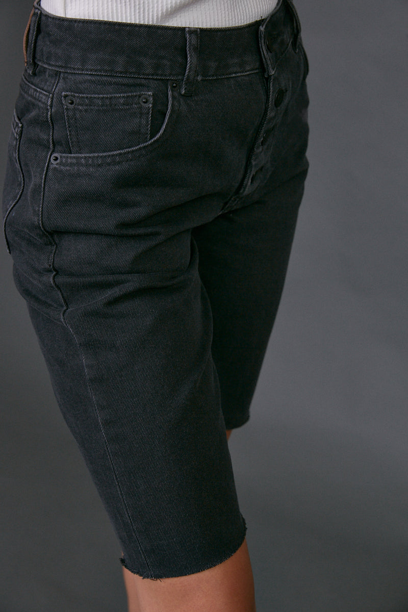 DR buttoned bermuda jeans in black