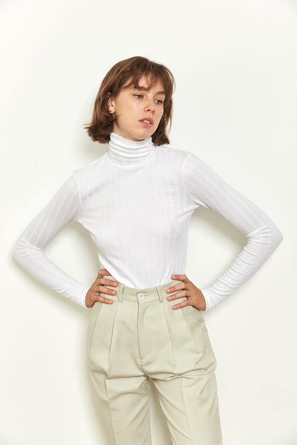 Fitted turtleneck top in White