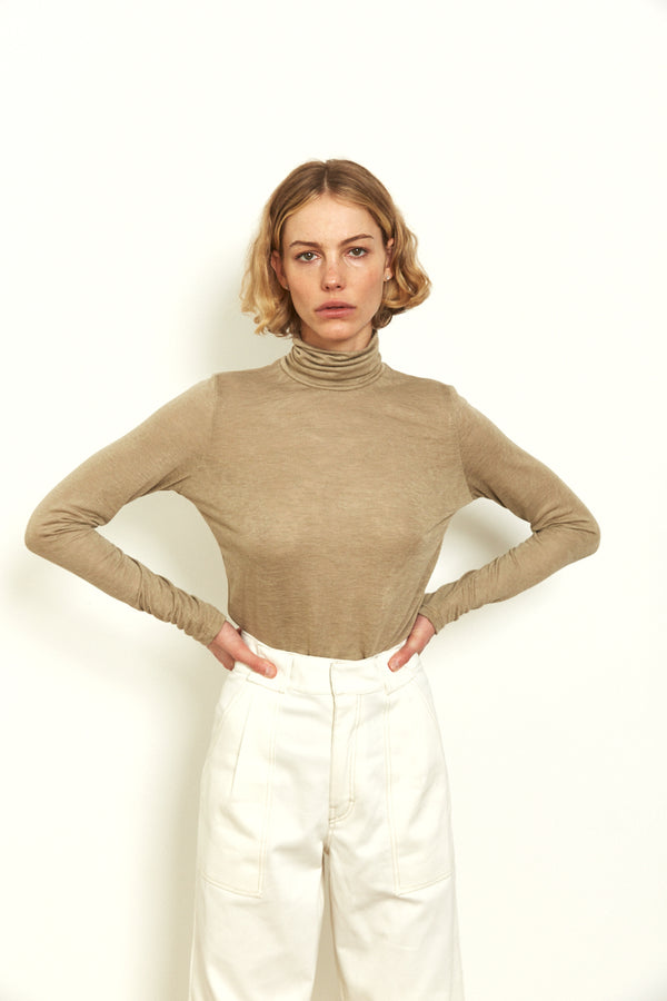 Roll neck long sleeves top in Khaki