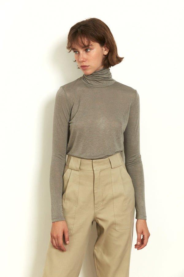 Roll neck long sleeves top in Light Grey