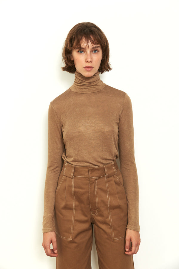 Roll neck long sleeves top in Camel