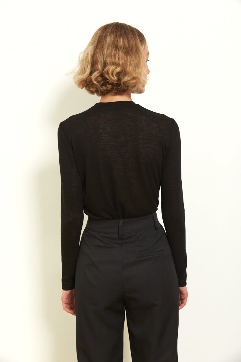 Round neck long sleeves top in Black