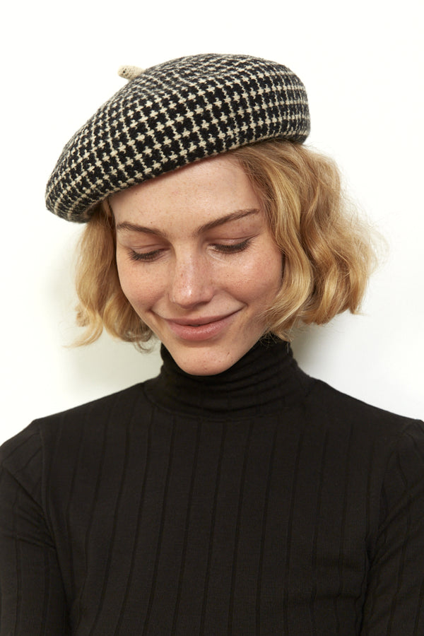Beret hat in Black & White