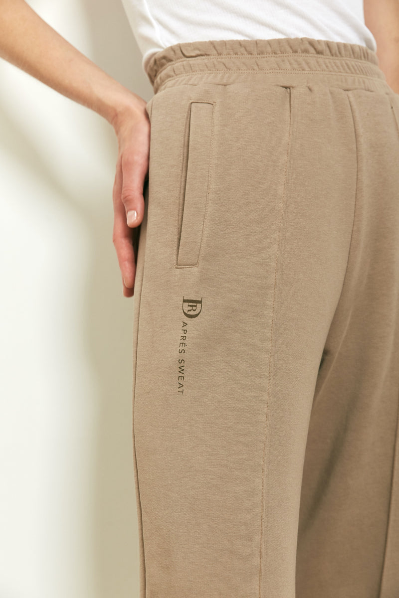 Tracksuit pants in Coffee