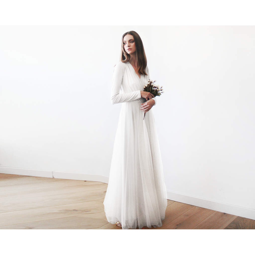 Ivory maxi tulle dress with long sleeves 1066