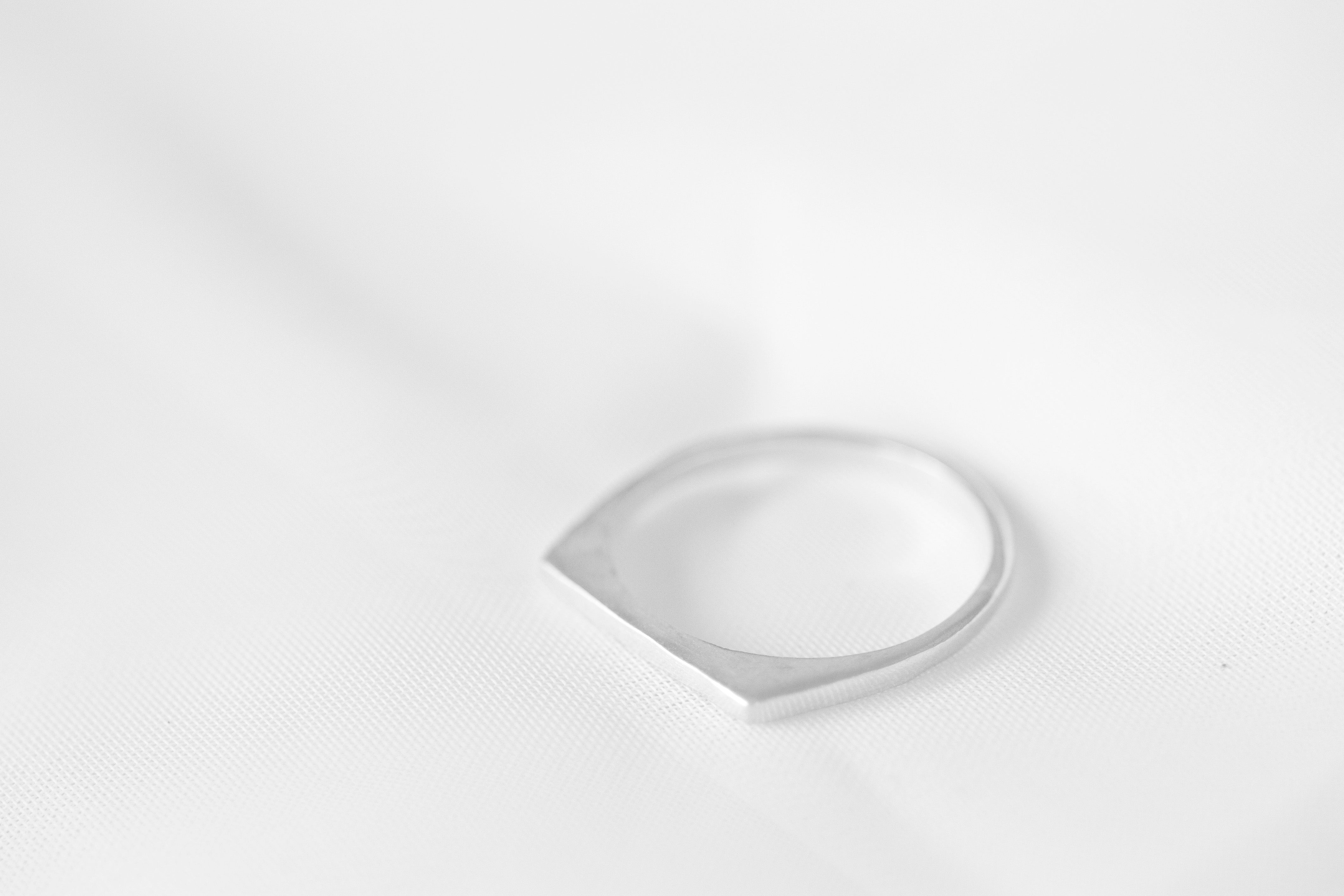 Petite Bar signet in Sterling Silver