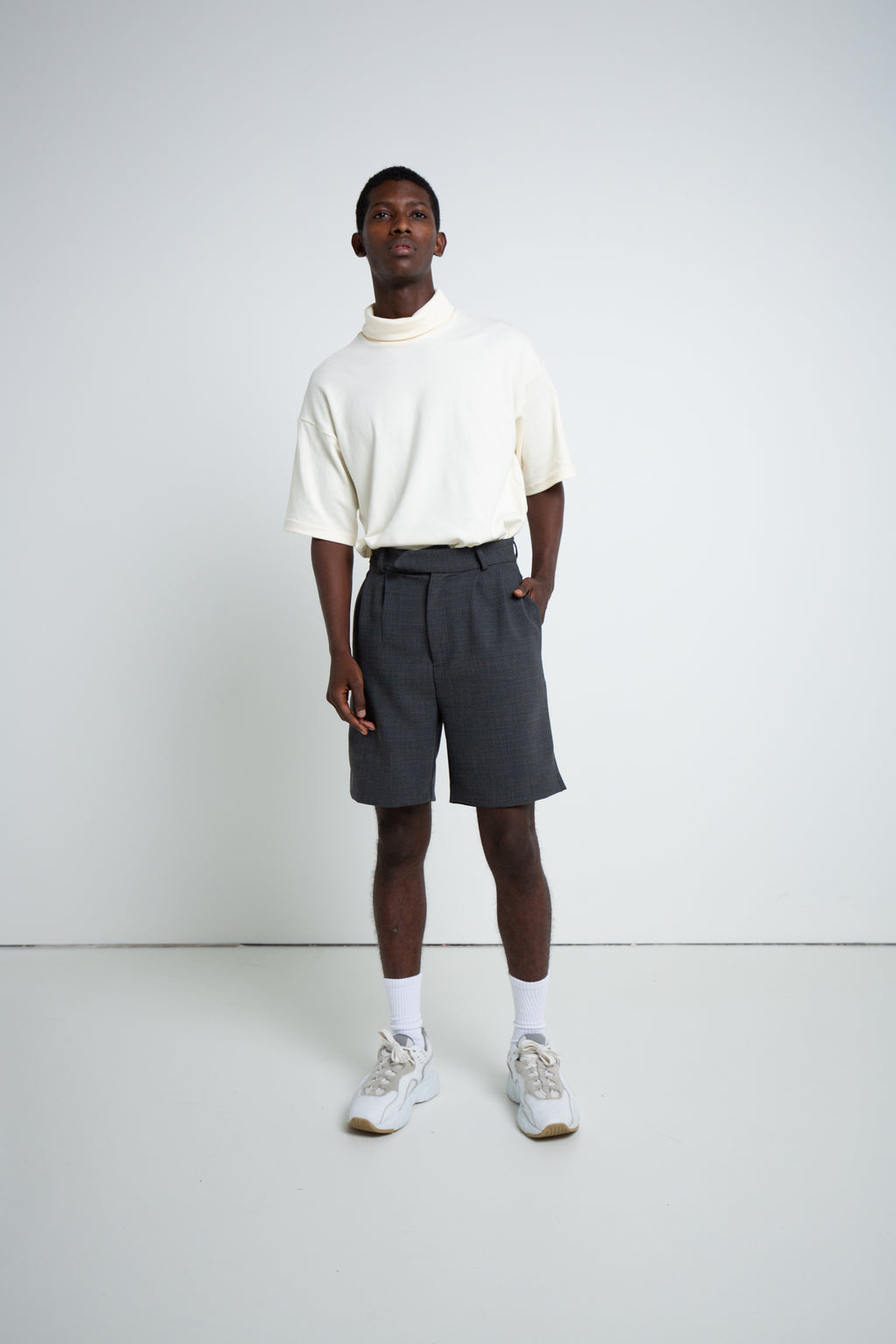 PLEATED SHORTS CHARCOAL