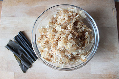 Dried kelps (kombu) and dried bonito flakes (katsuobushi)