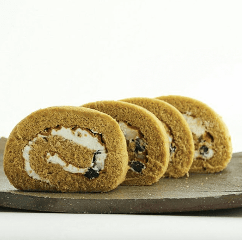 Hojicha Roll Cake with Black Sweet Beans