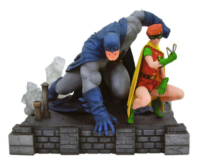 Diamond Gallery DC Comics Batman & Robin (Carrie Kelly) Deluxe Diorama