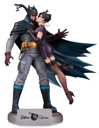 DC Collectibles Bombshells Batman & Catwoman Deluxe Limited Edition Statue - Nerd Arena