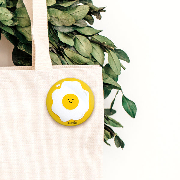 EGG BADGE + MAGNET