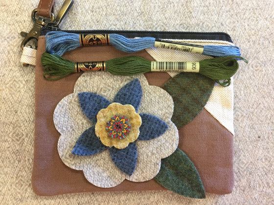 Appliquéd Wristlet Zipper Bag