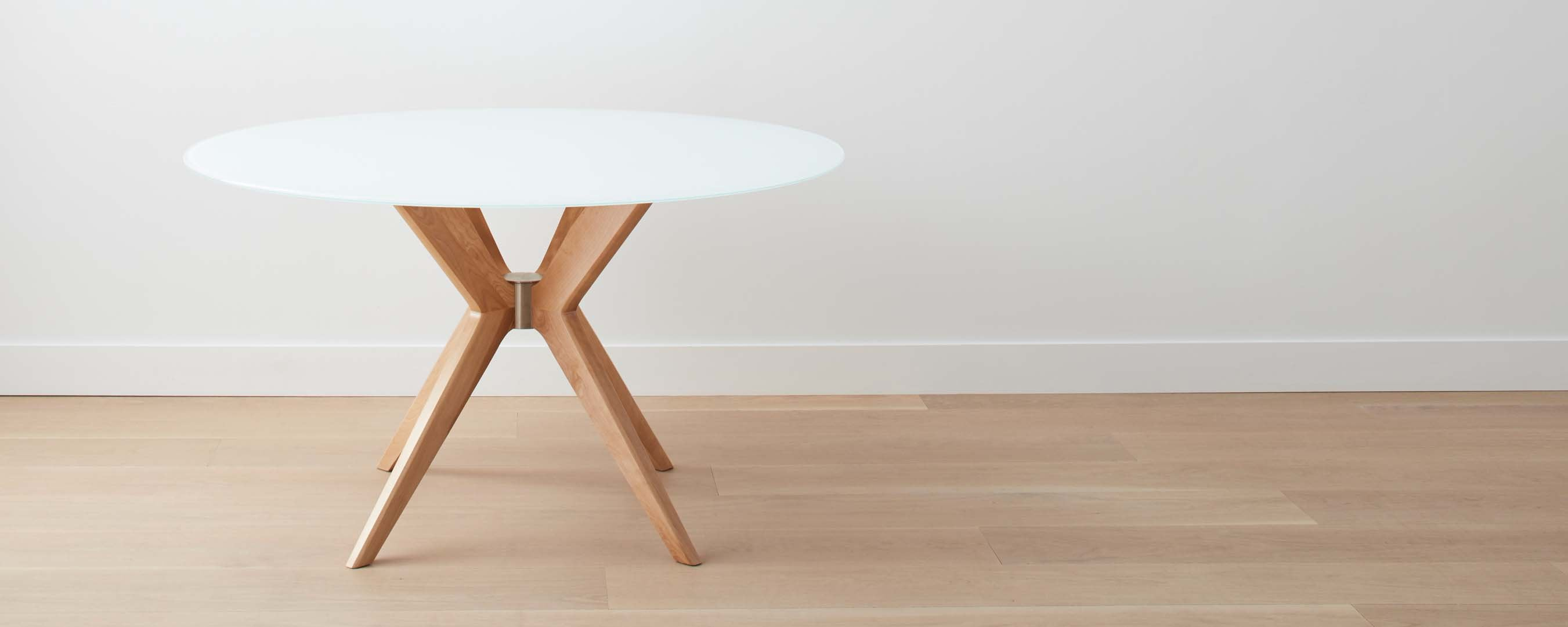 the ventura dining table