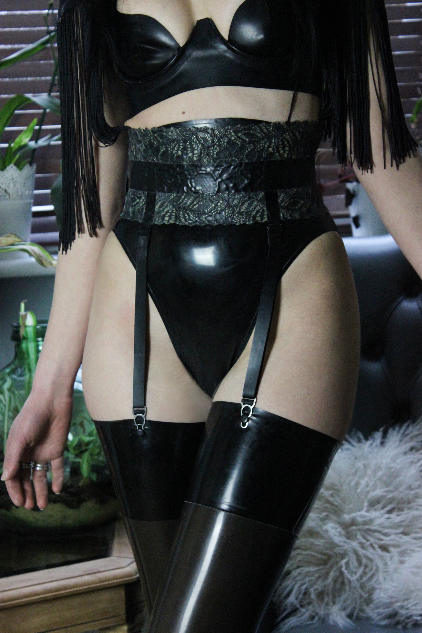 Latex-lace hook & eye suspender belt