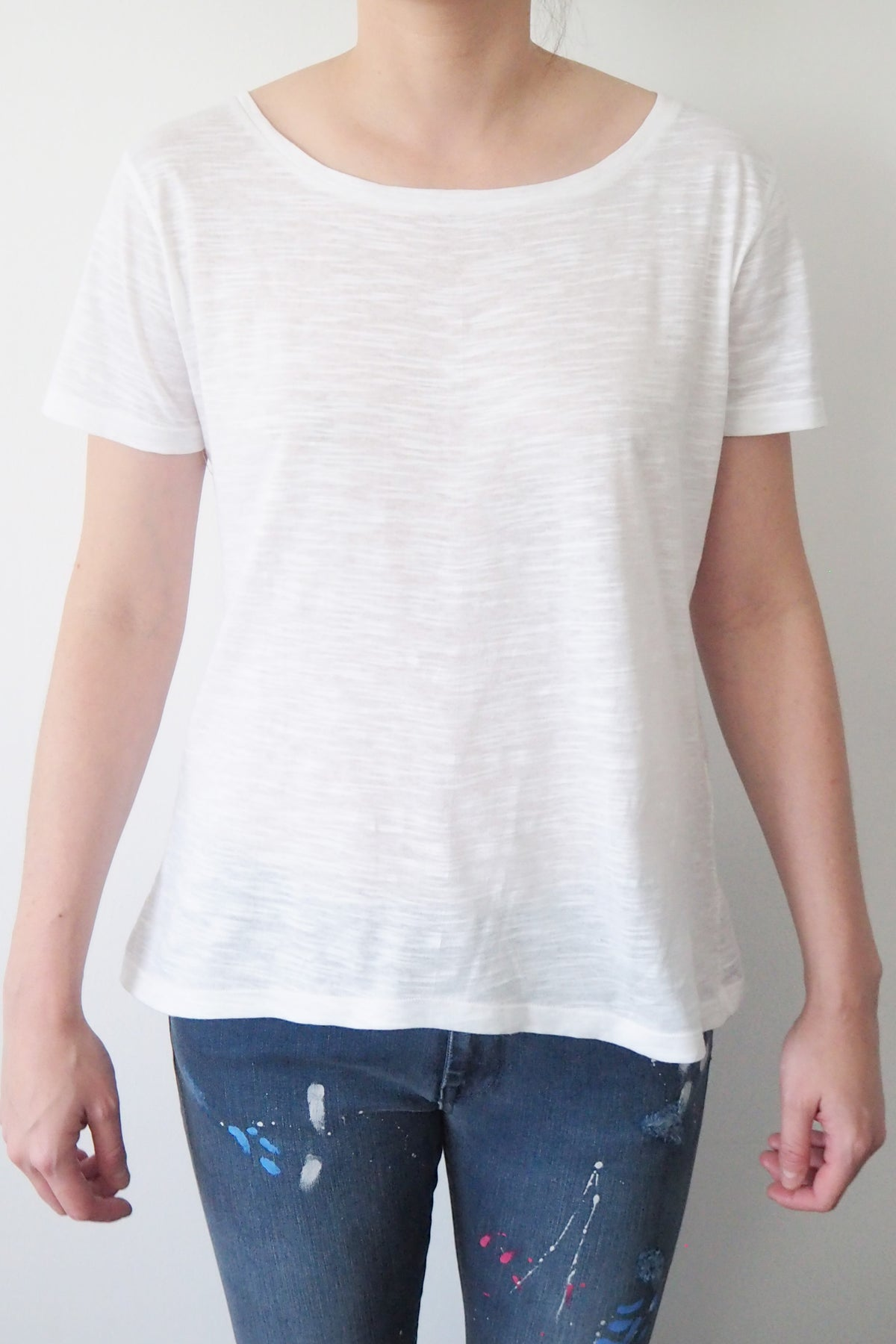 *New Item* White Round Neck  T-shirt