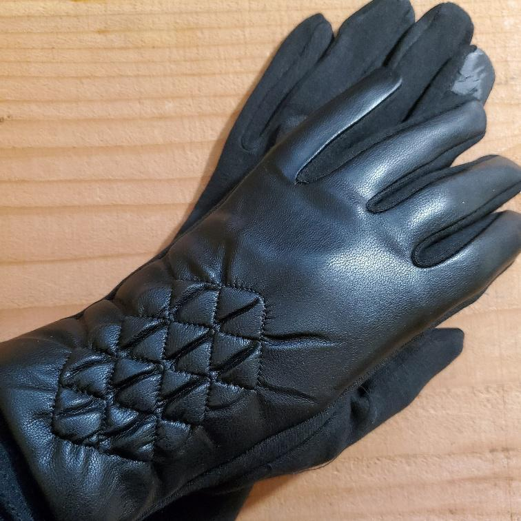 Women's Black Glove Diamond Pattern Detail