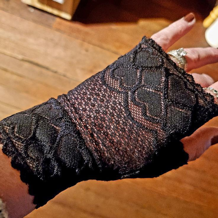 Women's Black Lace Arm Warmer